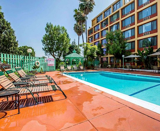 Quality Inn & Suites Montebello™ - Budget Hotel In